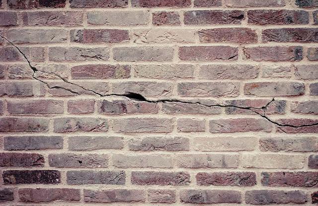 Cara Mengatasi Tembok Retak Rambut