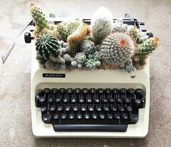 Green Pear Diaries, diseño, macetas originales, máquina de escribir