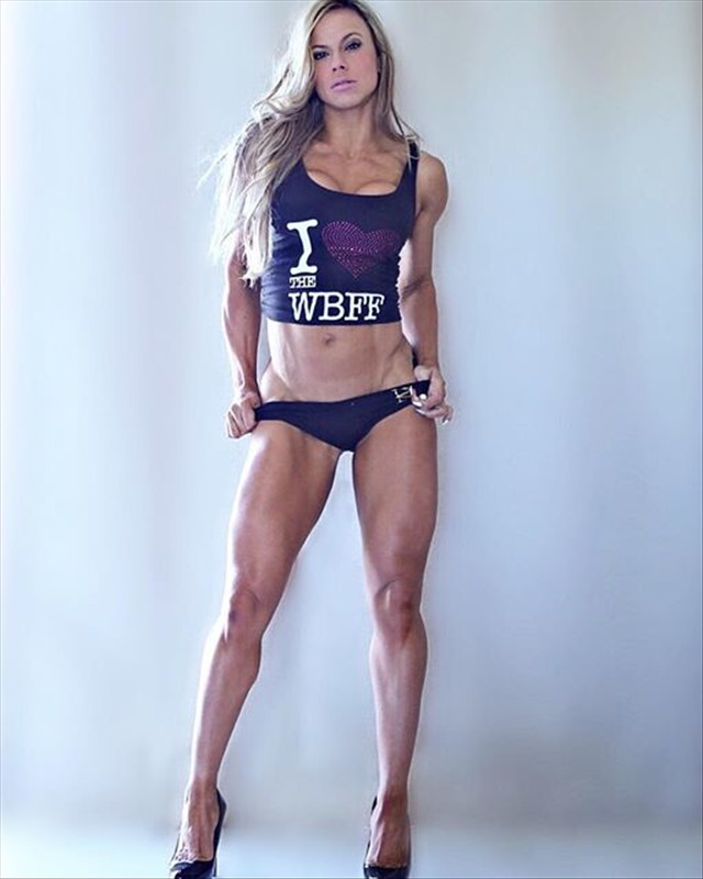 Queen Mom WBFF Pro Fitness Jenadine Havenga