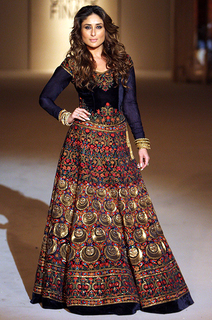 Kareena Kapoor as Show stopper at Lakme Fashion week 2016