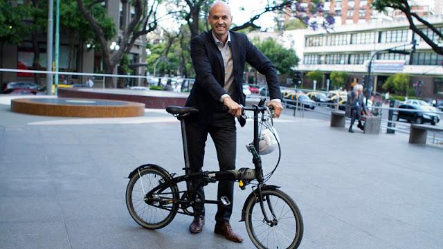 Curiosidades de la administración Macri. Dietrich el hombre de la bicicleta