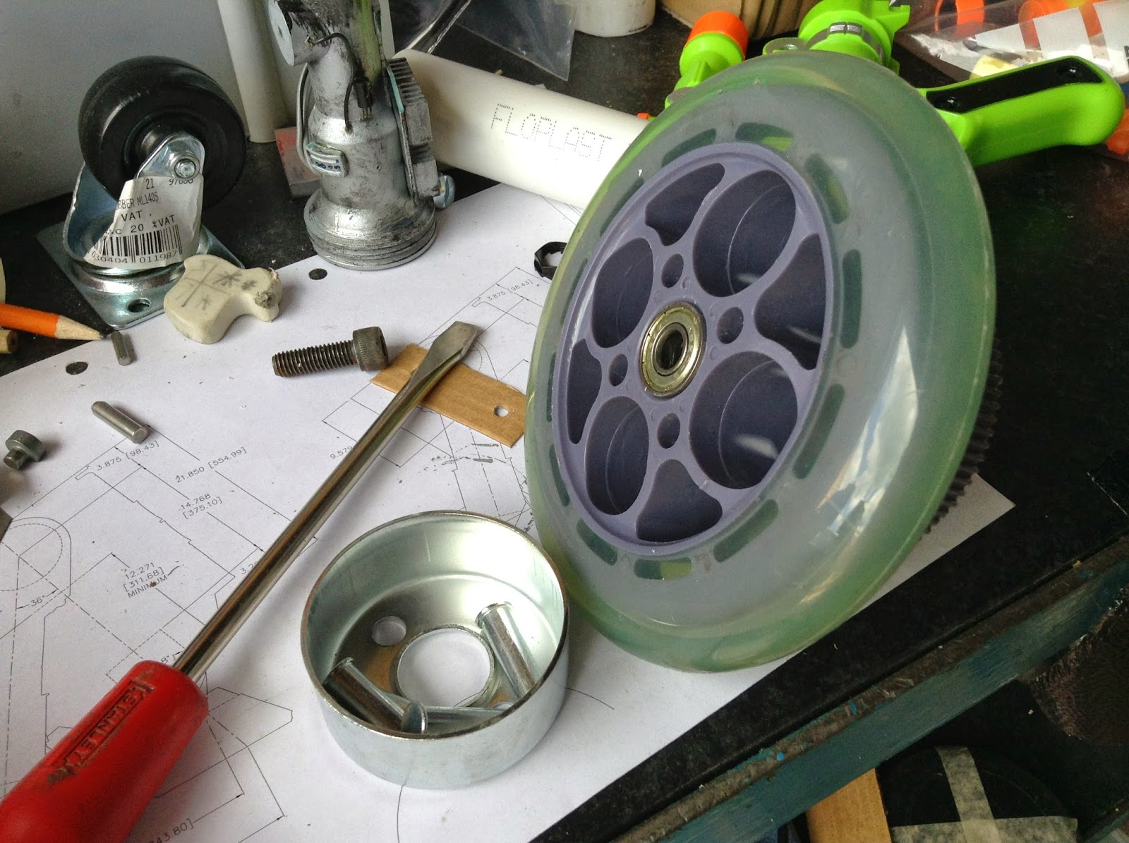 R5-D4's Outer foot wheel to motor upgrade