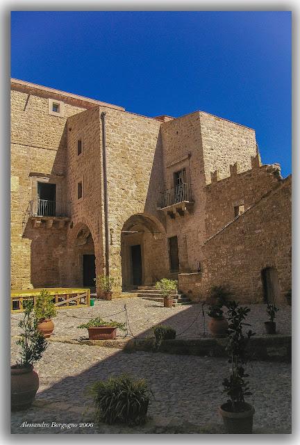 Sicilia, Castello di Carini