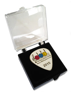 Commemorative enamel badge