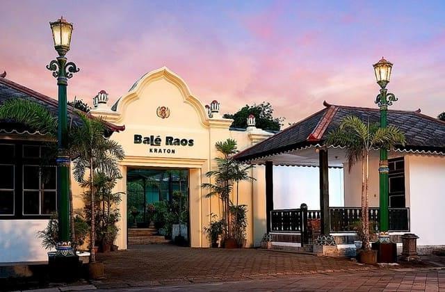 Bale Raos, dengan desain super unik, rumah makan ini bisa menjadi pilihan tepat untuk mengisi liburan. Tidak butuh duit banyak untuk menikmati semua menu ditempat ini