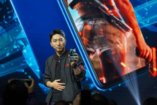 Ketika Bos Tampan ASUS Perkenalkan ZenFone Max Pro M2 dan ROG Phone