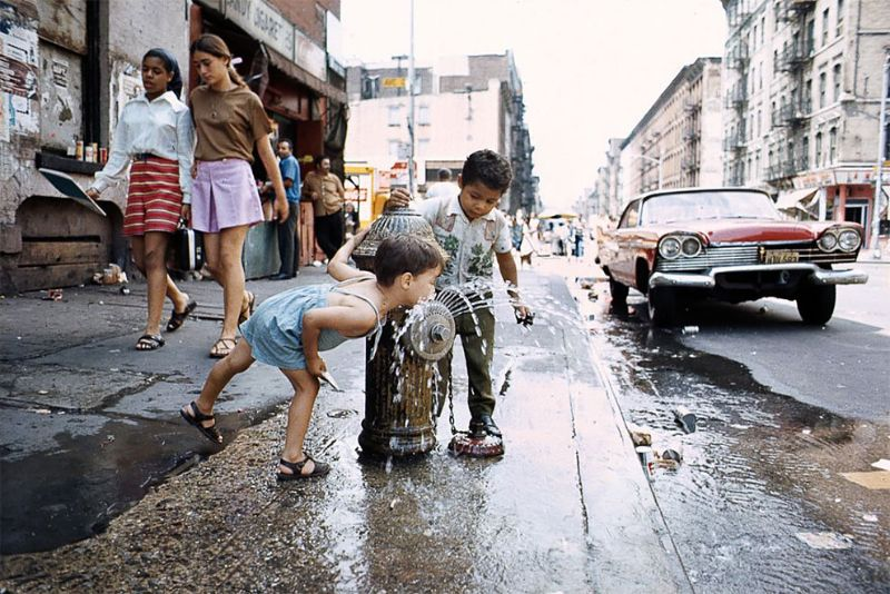 Fascinating Photos of NYC Street Life in the 1970s by Camilo José Vergara