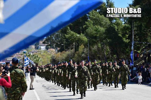 Μεγάλη μαθητική και στρατιωτική παρέλαση στο Ναύπλιο για την επέτειο της 25ης Μαρτίου (βίντεο)