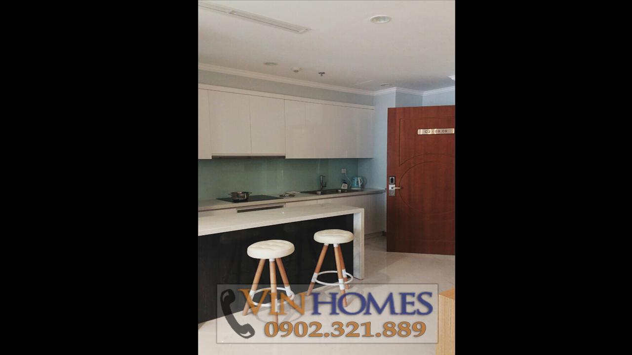 Cho thuê căn hộ Vinhomes Central Park C3 - ghế tại bếp