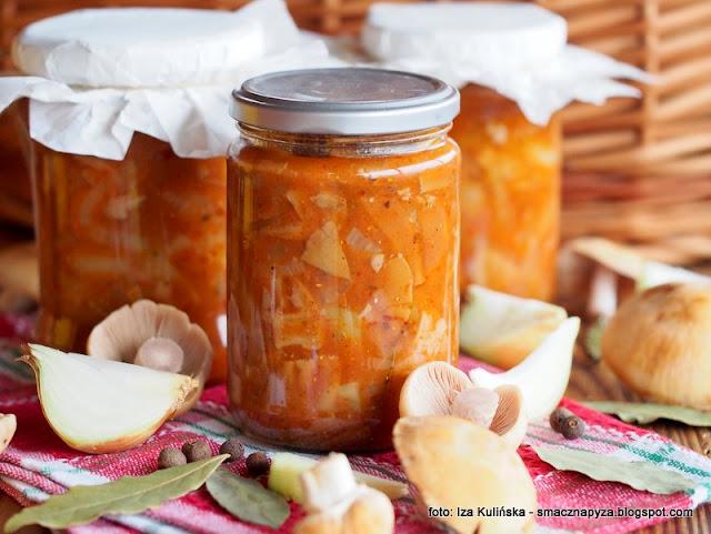 niemki z warzywami, turki w pomidorach, leczo z grzybami, plachetka zwyczajna, kolpaki z papryka, grzyby z warzywami w pomidorach, przetwory, domowe wyroby, grzybki, salatka grzybowo warzywna