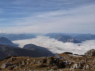 Blick über das nebelbedeckte Inntal