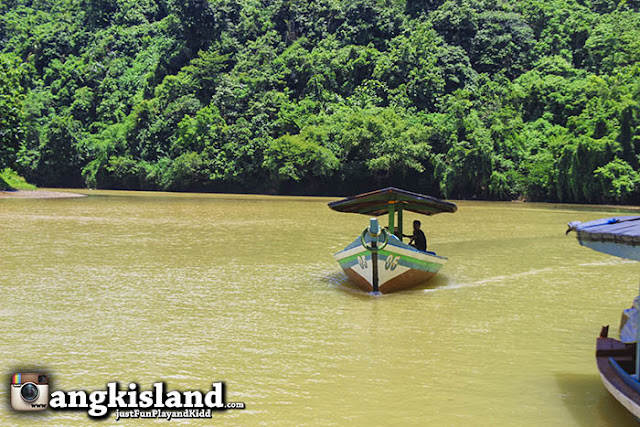 naik perahu cikaso