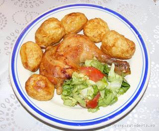 Retete mancare reteta friptura de pui cu cartofi noi si salata,