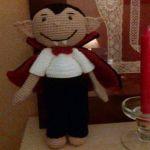 http://www.galamigurumis.com/vampiro-juanito-patron/