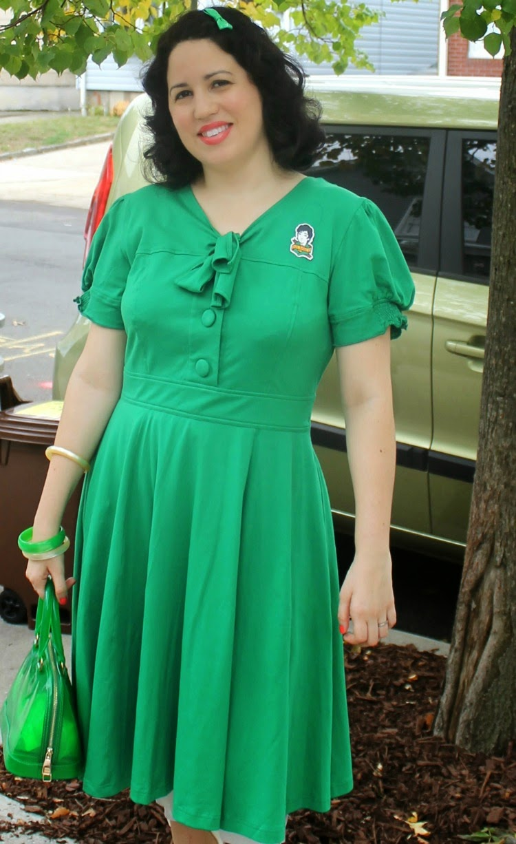 A Vintage Nerd, Vintage Blog, Retro Fashion Blog, Retro Lifestyle Blog, eShakti Green Dress