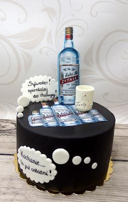 tort z butelkami wódki