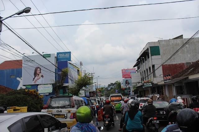 Info Titik Macet Pusat Kota Kuningan H-1 Lebaran (1)