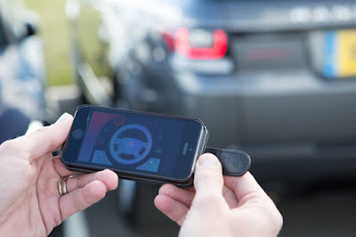 App on the smartphone controls the car