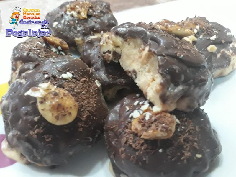 Semifrío de frutos secos y chocolate