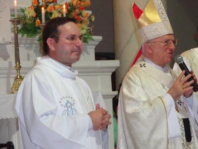 Resultado de imagem para fotos de padre josino com dom jaime vieira
