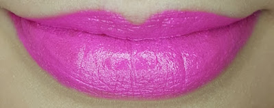 Avon mark. Epic Lipstick in Fearless Fuchsia lip swatch