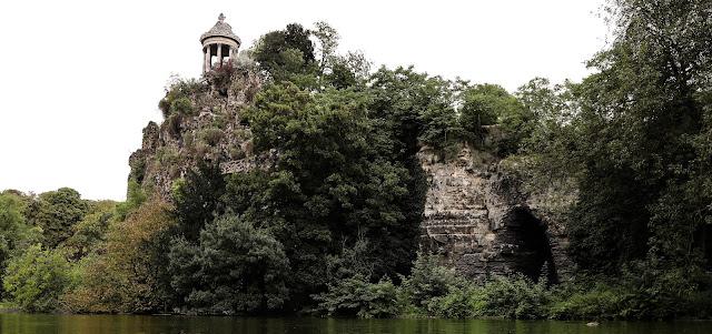 les Buttes-Chaumont et son temple de la Sibylle