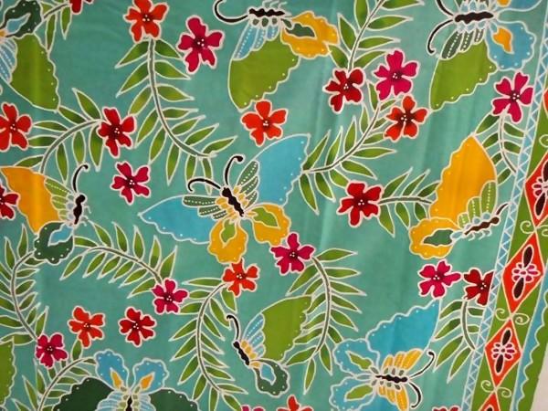 Warna-warna batik Tubo - Ternate pun beragam. Warna itu mulai dari warna  hijau bb14723f5d
