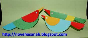 bagaimana cara membuat burung kertas yang lucu, warna-warni dan unik ini? anak-anak TK dan SD kelas 1 pun akan bisa melakukannya di bawah bimbingan guru