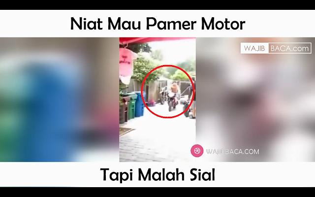 Berniat Pamer Motor, Pria Ini Malah Kena Apes Harus Berenang Berdua di Kolam