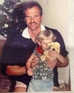 Foto Erin Holland Saat Kecil dengan Ayahnya
