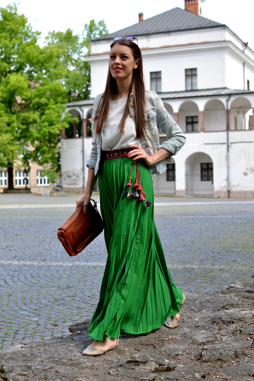 http://www.mademoiselleiva.com/2016/05/green-maxi-skirt.html