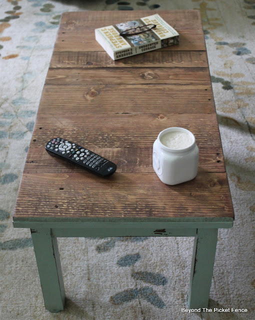 coffe table, fusion mineral paint, pallets, minwax stain, furniture makeover, salvaged wood, http://goo.gl/hf68fG
