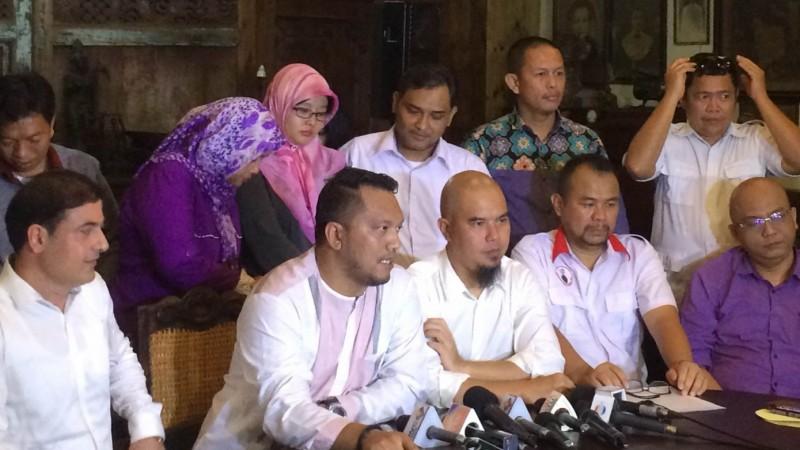Ahmad Dhani menggelar jumpa pers soal dugaan penghinaan presiden