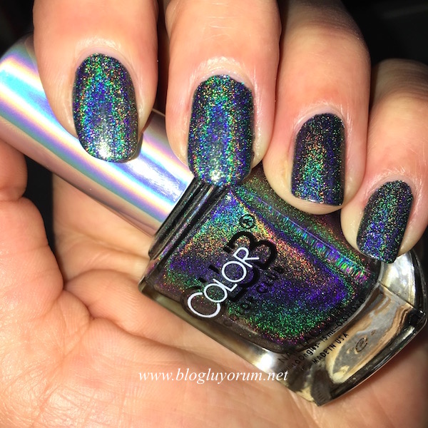 color club beyond holographic oje flash swatch