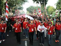 Sambut Kemerdekaan RI Ke-72, Warga Bogor Arak Bendera Merah Putih Raksasa