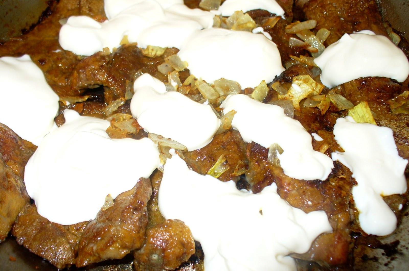 говяжья печень со сметаной