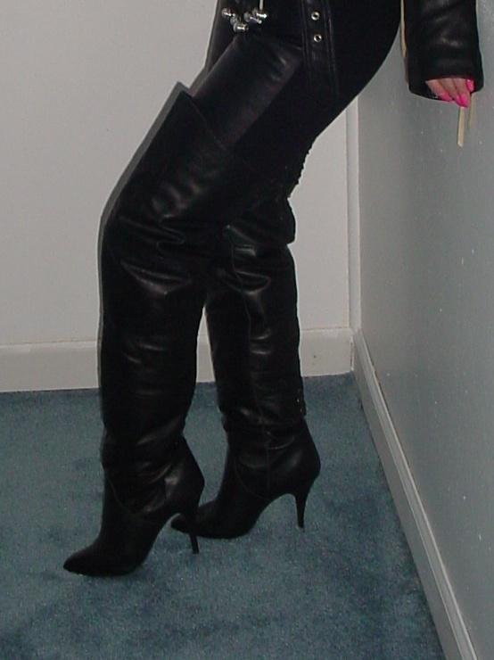 Knee Boots Sale