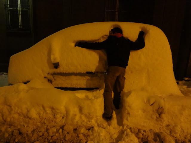 Coche nevado en Bolonia