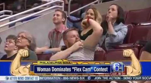 Lelaki Asyik Tunjukkan Muscle Di Depan Semua Orang, Bila Perempuan Di Belakang Buka Baju.. Dia Ternganga Dah!!!
