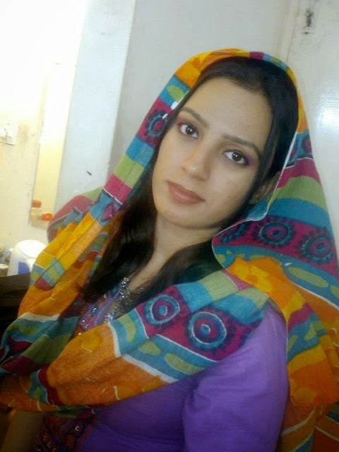 Desi Lovely Pakistani Housewife New Leaked Pictures -3394