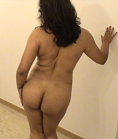 Wife of Pakistani electricity officer nude ass