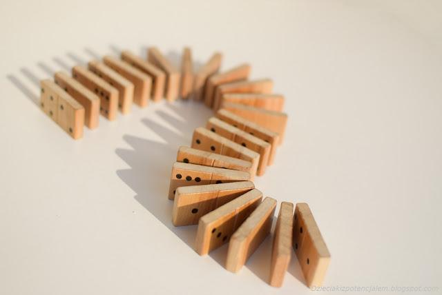 układamy domino