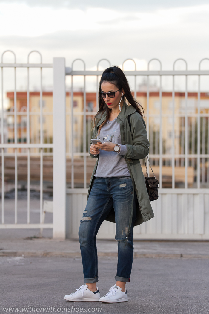 Bloguera valenciana con ideas de looks para llevar a diario con zapatillas deportivas y vaqueros