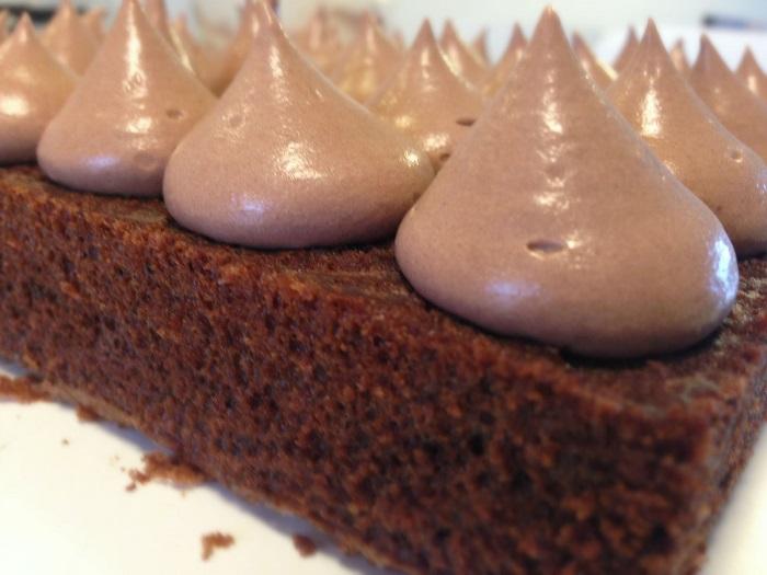 עוגת שוקולד עשירה וקלה