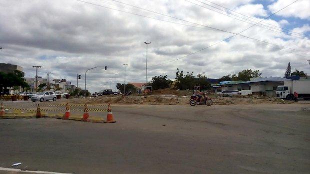 Giradouro da PE-160, em Santa Cruz, começa a ser retirado e local deve virar cruzamento