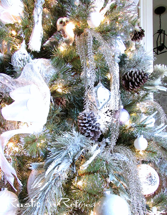 How to decorate a Christmas Tree like a Professional without breaking the bank.