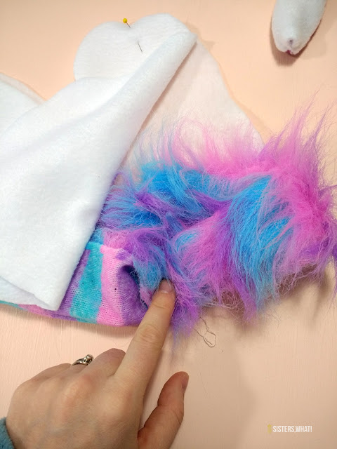 adding colorful hair for unicorn horse
