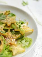 Salada de Tomate Verde, Abacate e Carambola (vegana)