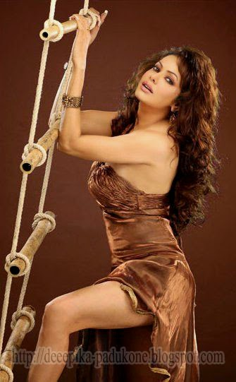 Poonam Jhawar Cleavage Of Thighs Show
