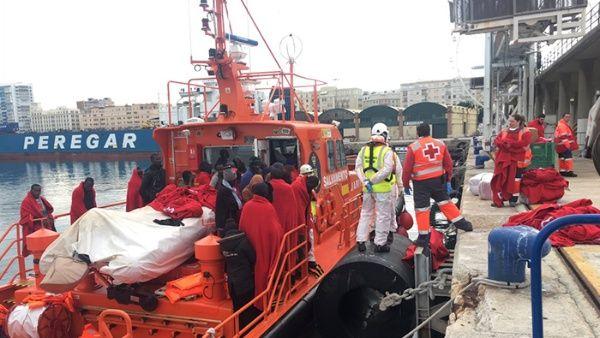 Interceptan a 120 personas en aguas españolas